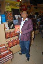 Dr. Mukesh Batra at Mukesh Batra_s Healing with Homeopothy book launch in Crossword, Kemps Corner on 21st Sept 2011 (7).JPG