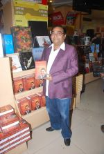 Dr. Mukesh Batra at Mukesh Batra_s Healing with Homeopothy book launch in Crossword, Kemps Corner on 21st Sept 2011 (8).JPG