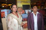 Dr. Mukesh Batra, Shabana Azmi at Mukesh Batra_s Healing with Homeopothy book launch in Crossword, Kemps Corner on 21st Sept 2011 (30).JPG