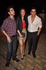 Vinay Virmani, Akshay Kumar, Sonakshi Sinha at the Speedy Singhs bash on 21st Sept 2011 (123).JPG