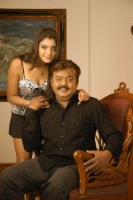 Vijaykanth, Meenakshi Dikshit in Indian Police Movie Stills (2).JPG
