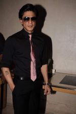 Shahrukh Khan promotes RA One in association with Gitanjali in Trident, Mumbai on 25th Sept 2011 (10).JPG