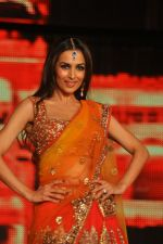 Malaika Arora Khan at Blenders Pride Fashion Tour 2011 Day 2 on 24th Sept 2011 (324).jpg
