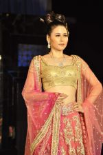 Model walk the ramp for Neeta Lulla Show at Amby Valley India Bridal Week day 4 on 26th Sept 2011 (45).JPG