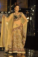 Model walk the ramp for Neeta Lulla Show at Amby Valley India Bridal Week day 4 on 26th Sept 2011 (46).JPG