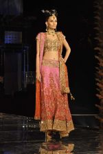 Model walk the ramp for Neeta Lulla Show at Amby Valley India Bridal Week day 4 on 26th Sept 2011 (48).JPG
