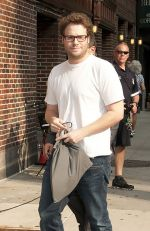 Seth Rogan arriving to the Late Show with David Letterman in The Ed Sullivan Theater on September 26, 2011.jpg