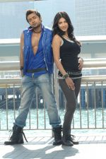 Suriya, Shruti Haasan in 7aum Arivu Movie Stills (29).jpg