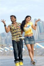 Suriya, Shruti Haasan in 7aum Arivu Movie Stills (37).jpg