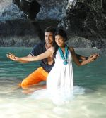 Suriya, Shruti Haasan in 7aum Arivu Movie Stills (5).jpg