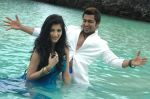 Suriya, Shruti Haasan in 7aum Arivu Movie Stills (12).jpg