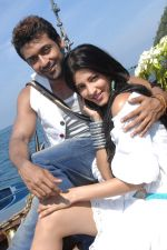 Suriya, Shruti Haasan in 7aum Arivu Movie Stills (21).jpg