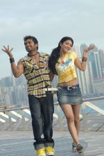 Suriya, Shruti Haasan in 7aum Arivu Movie Stills (22).jpg