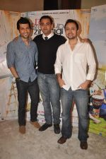 Vaibhav Talwar, Satyadeep Mishra, Cyrus Sahukar at Love Break up zindagi promotional event in Mehboob on 27th Sept 2011 (28).JPG