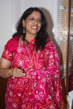 Kavita Krishnamurthy at Lata Mangeshkar_s birthday concert in Shanmukhanand Hall on 28th Sept 2011 (46).JPG
