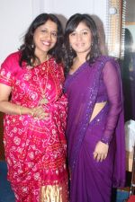 Kavita Krishnamurthy, Sunidhi Chauhan at Lata Mangeshkar_s birthday concert in Shanmukhanand Hall on 28th Sept 2011 (52).JPG