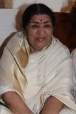 Lata Mangeshkar at Lata Mangeshkar_s birthday concert in Shanmukhanand Hall on 28th Sept 2011 (56).JPG