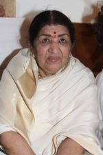 Lata Mangeshkar at Lata Mangeshkar_s birthday concert in Shanmukhanand Hall on 28th Sept 2011 (57).JPG