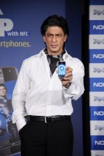 Shahrukh Khan unveils the new Nokia Symbian mobile in Trident, Mumbai on 28th Sept 2011 (1).JPG