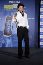 Shahrukh Khan unveils the new Nokia Symbian mobile in Trident, Mumbai on 28th Sept 2011 (19).JPG