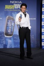 Shahrukh Khan unveils the new Nokia Symbian mobile in Trident, Mumbai on 28th Sept 2011 (20).JPG