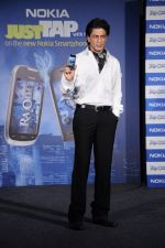 Shahrukh Khan unveils the new Nokia Symbian mobile in Trident, Mumbai on 28th Sept 2011 (21).JPG