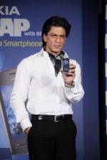 Shahrukh Khan unveils the new Nokia Symbian mobile in Trident, Mumbai on 28th Sept 2011 (25).JPG