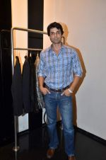 at Rocky S showcases Paris Hilton collection and Marie Claire cover launch in Bandra, Mumbai on 28th Sept 2011 (62).JPG