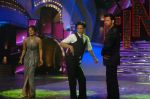 Priyanka Chopra, Shahrukh Khan, Hrithik Roshan at the Finale of Just Dance in Filmcity, Mumbai on 29th Sept 2011 (70).JPG