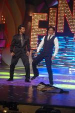 Shahrukh Khan, Hrithik Roshan at the Finale of Just Dance in Filmcity, Mumbai on 29th Sept 2011 (41).JPG