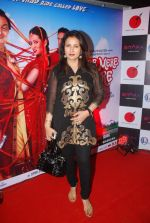 Poonam Dhillon at the Premiere of film Tere Mere Phere in PVR on 29th Sept 2011 (43).JPG