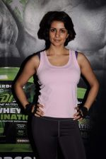 Gul Panag_s workout to promote Dohne Nutrition whey in True Fitness on 4th Oct 2011 (42).JPG