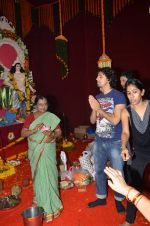 Sonu Nigam at North Bombay Sarbojanin Durga Puja on 4th Oct 2011 (27).JPG