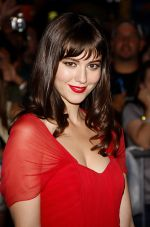 Mary Elizabeth Winstead arrives at LA Premiere of The Thing in Universal Studios on 10th October 2011 (8).jpg