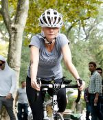 Gwyneth Paltrow at the Filming of _Thanks for Sharing_ in Central Park in New York City on October 11, 2011 (4).jpg
