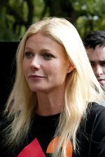Gwyneth Paltrow at the Filming of _Thanks for Sharing_ in Central Park in New York City on October 11, 2011 (5).jpg