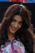 Shruti Haasan in 7aum Arivu 7th Sense Movie Stills (3).JPG