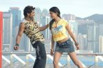Suriya, Shruti Haasan in 7aum Arivu 7th Sense Movie Stills (4).JPG