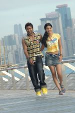 Suriya, Shruti Haasan in 7aum Arivu 7th Sense Movie Stills (6).JPG