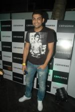 Ashutosh Kaushik at Atul Kasbekar_s Converse bash in Vie Lounge on 19th Oct 2011 (105).JPG
