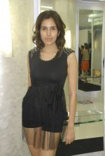 Sonalli Sehgall at SAKS store launch in Bandra, Mumbai on 21st Oct 2011 (30).JPG