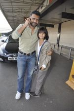 Anubhav Sinha, Armaan Verma leave for Ra.One Premiere tour in Airport, Mumbai on 23rd Oct 2011 (11).JPG