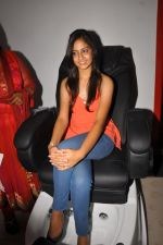 Anushka Shah Lunches Suja_s Beauty Care on 22nd October 2011 (27).JPG