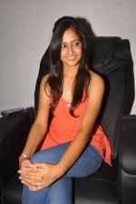 Anushka Shah Lunches Suja_s Beauty Care on 22nd October 2011 (31).JPG