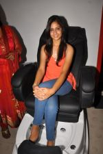 Anushka Shah Lunches Suja_s Beauty Care on 22nd October 2011 (26).JPG