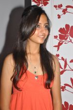 Anushka Shah Lunches Suja_s Beauty Care on 22nd October 2011 (45).JPG