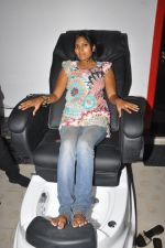 Anushka Shah Lunches Suja_s Beauty Care on 22nd October 2011 (55).JPG