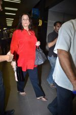 Mumtaz at International Airport, Mumbai on 23rd Oct 2011 (7).JPG