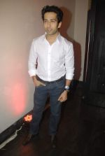 Nakuul Mehta at Mercedes Benz hosts fashion event with Zayed Khan and DJ Aqeel in Hype on 23rd Oct 2011 (121).jpg