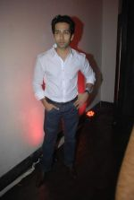 Nakuul Mehta at Mercedes Benz hosts fashion event with Zayed Khan and DJ Aqeel in Hype on 23rd Oct 2011 (116).jpg